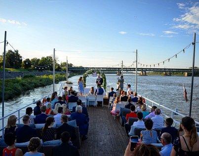 River Cafe - Niezapomniane przyjęcie na statku